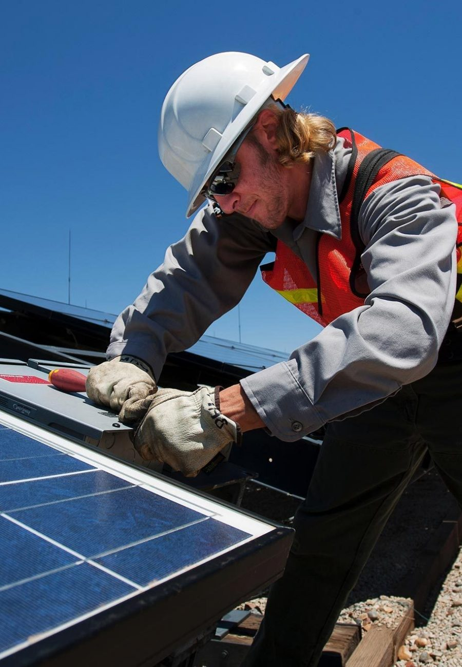 solar-solar-panel-solar-energy-solar-power-technology-engineer-1594825-pxhere.com